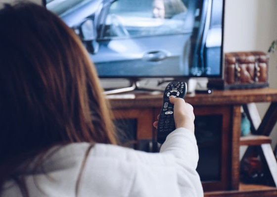 young-girl-holding-a-remote-to-flip-channels-on-a-tv_t20_E4l9KV